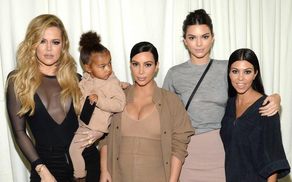 kardashian-sisters-social