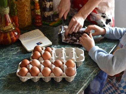 parent and kid preparing food